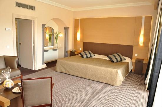 Hotel Riu Palace Oceana Hammamet room bed